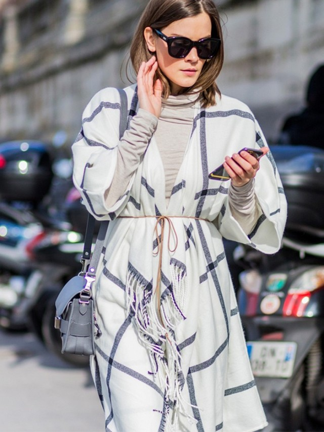 the-latest-street-style-photos-from-paris-fashion-week-1686315-1457285926.640x0c