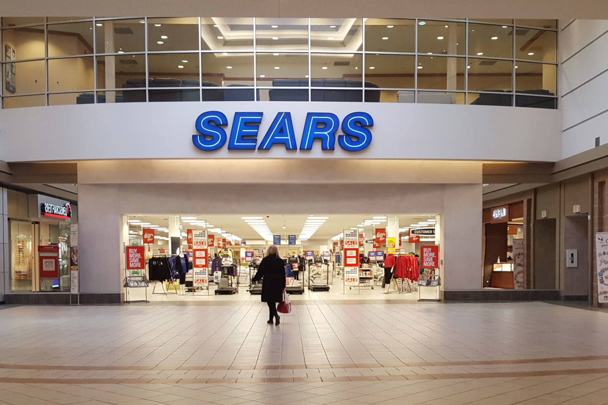 20181010-sears-canada-closing.jpg-resize_then_crop-_frame_bg_color_FFF-h_1365-gravity_center-q_70-preserve_ratio_true-w_2048_